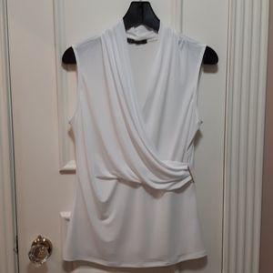 🛍 NWOT Faux wrap style blouse